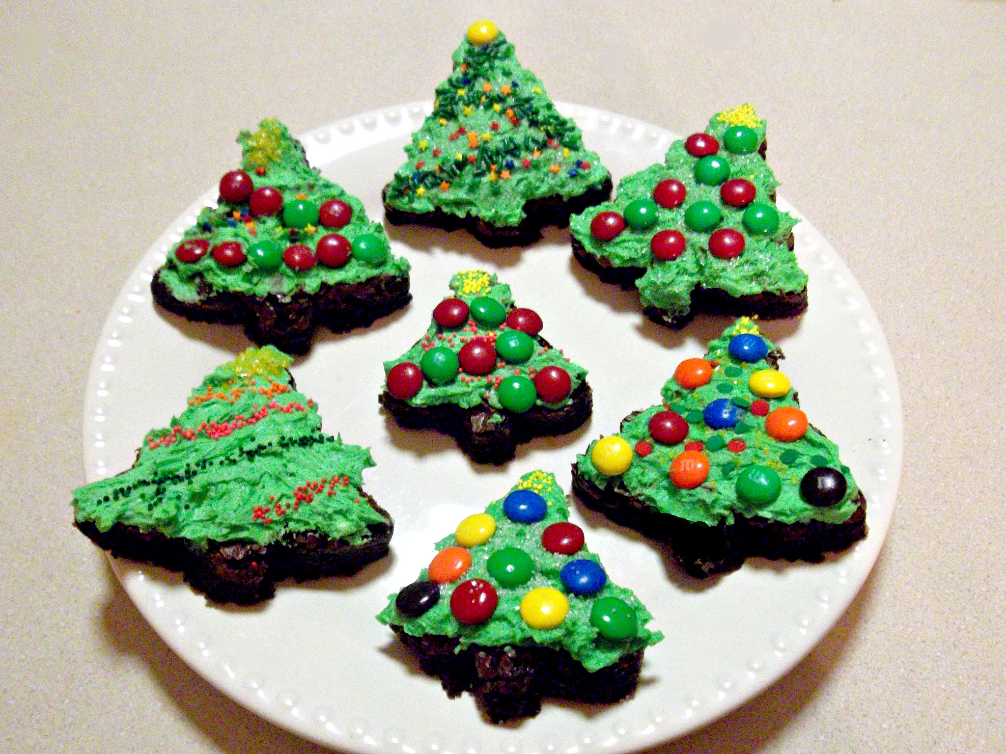 Christmas Tree Brownies with Buttercream Frosting - Love to be in ...