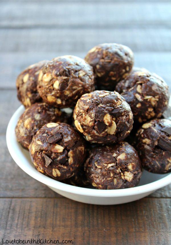 No Bake Chocolate Cookie Energy Bites